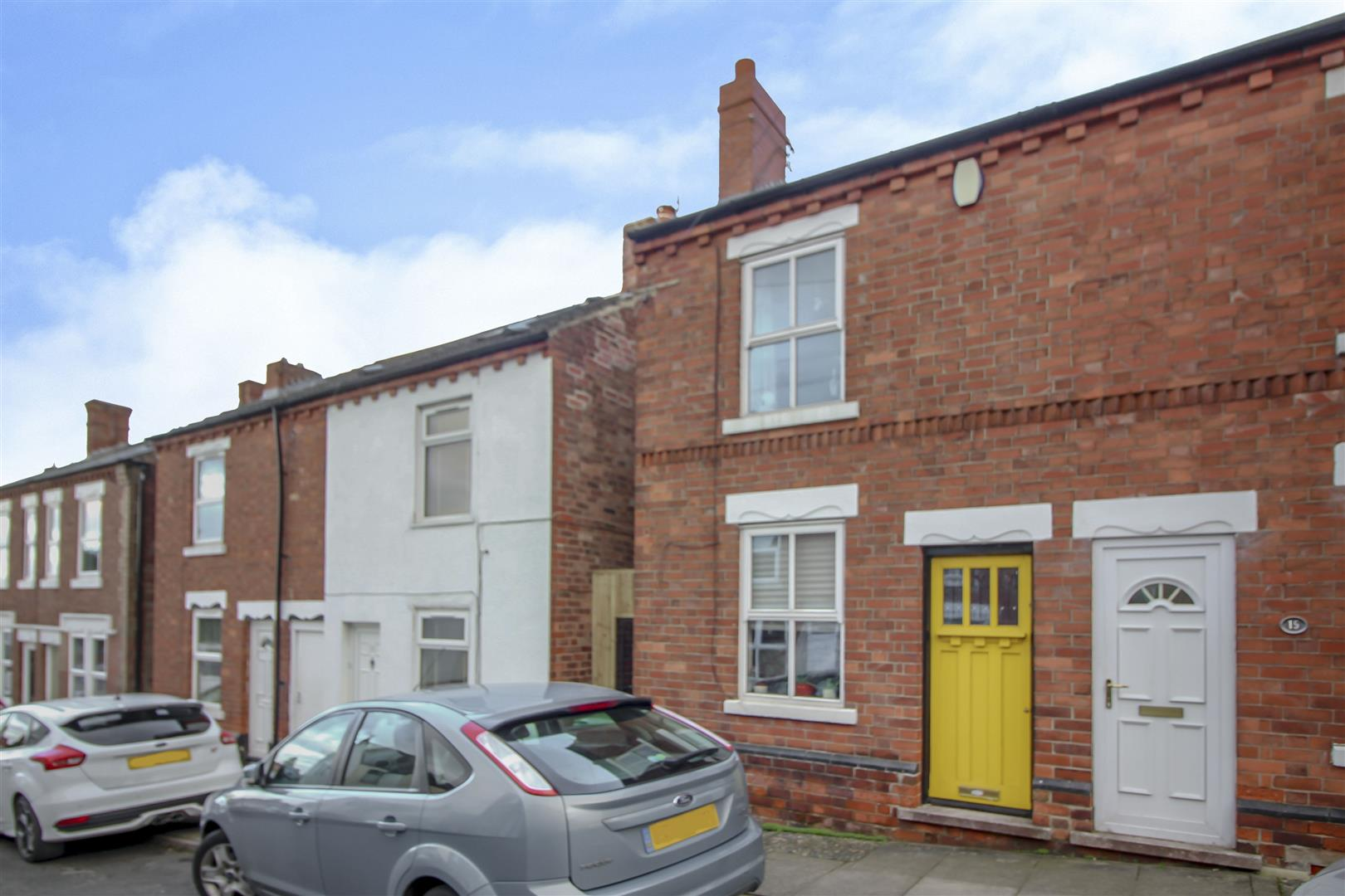2 Bedrooms Semi Detached House for sale in Lawrence Street